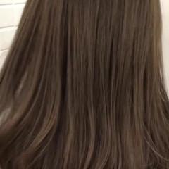 ミルクティーグレージュ ブリーチオンカラー セミロング 外国人風カラー ヘアスタイルや髪型の写真・画像