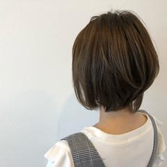 似合わせ グレージュ レイヤーカット ショート ヘアスタイルや髪型の写真・画像