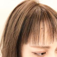 ミルクティーベージュ デザインカラー インナーカラー オン眉 ヘアスタイルや髪型の写真・画像