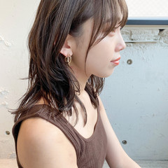 ミディアム ナチュラル ピンクベージュ レイヤーカット ヘアスタイルや髪型の写真・画像
