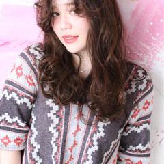 ガーリー アッシュ ロング ミルクティー ヘアスタイルや髪型の写真・画像