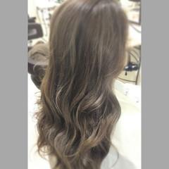 コンサバ ハイライト アッシュ アッシュグレージュ ヘアスタイルや髪型の写真・画像