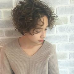 ガーリー パーマ ショート ハイライト ヘアスタイルや髪型の写真・画像