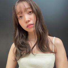 オリーブカラー グレージュ セミロング レイヤースタイル ヘアスタイルや髪型の写真・画像