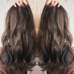 ナチュラル ハイライト セミロング イルミナカラー ヘアスタイルや髪型の写真・画像