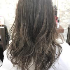 フェミニン グラデーションカラー グレージュ 外国人風 ヘアスタイルや髪型の写真・画像