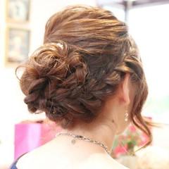ミディアム フェミニン 編み込み ヘアアレンジ ヘアスタイルや髪型の写真・画像