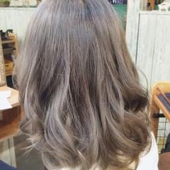 グレージュ ゆるふわ ガーリー ミディアム ヘアスタイルや髪型の写真・画像