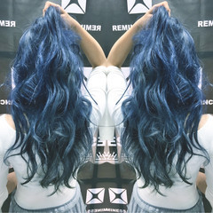 インナーカラー ロング ブルー アッシュ ヘアスタイルや髪型の写真・画像