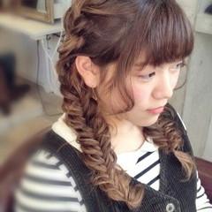 ヘアアレンジ フィッシュボーン 編み込み セミロング ヘアスタイルや髪型の写真・画像