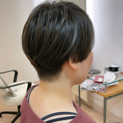 マッシュ 刈り上げ女子 ブルー ツーブロック ヘアスタイルや髪型の写真・画像