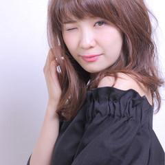 斜め前髪 色気 かわいい ウェーブ ヘアスタイルや髪型の写真・画像