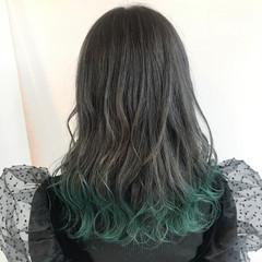 フェミニン 裾カラー セミロング グレージュ ヘアスタイルや髪型の写真・画像