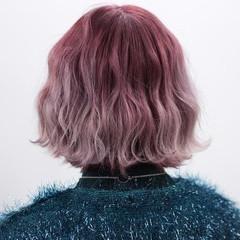 ダブルカラー ガーリー ショート ピンク ヘアスタイルや髪型の写真・画像