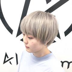 ホワイトブリーチ ブリーチオンカラー ナチュラル ショート ヘアスタイルや髪型の写真・画像