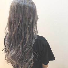 オリーブグレージュ アッシュグレージュ ロング アディクシーカラー ヘアスタイルや髪型の写真・画像