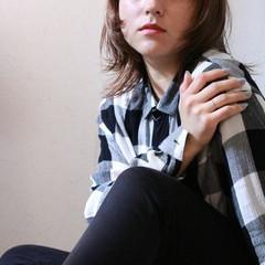 ナチュラル ストレート 艶髪 切りっぱなし ヘアスタイルや髪型の写真・画像