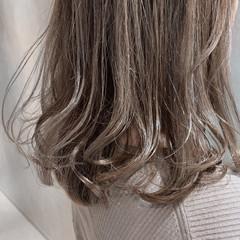 ハイトーンカラー ホワイトグレージュ 外国人風カラー ミディアム ヘアスタイルや髪型の写真・画像
