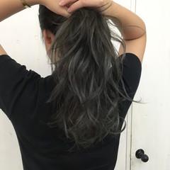ロング ハイライト グレージュ アッシュグレー ヘアスタイルや髪型の写真・画像