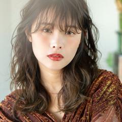 レイヤーカット オリーブグレージュ フェミニン 透明感カラー ヘアスタイルや髪型の写真・画像