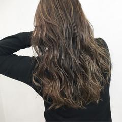 グレージュ アッシュ 外国人風カラー 透明感 ヘアスタイルや髪型の写真・画像