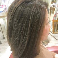 ダブルカラー グレージュ ミディアム バレイヤージュ ヘアスタイルや髪型の写真・画像