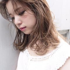大人かわいい ウェットヘア ミディアム ナチュラル ヘアスタイルや髪型の写真・画像