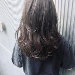 前髪あり 透明感 アッシュ グレージュ ヘアスタイルや髪型の写真・画像