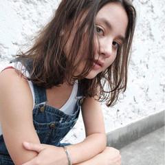 外国人風 暗髪 ハイライト ミディアム ヘアスタイルや髪型の写真・画像