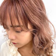 ハイトーンカラー ピンクベージュ ガーリー ミディアム ヘアスタイルや髪型の写真・画像