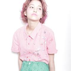 オン眉 ピンク ボブ ハイトーン ヘアスタイルや髪型の写真・画像