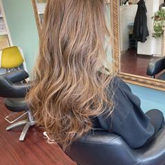 ハイトーンカラー ロング ベージュ ミルクティーベージュ ヘアスタイルや髪型の写真・画像