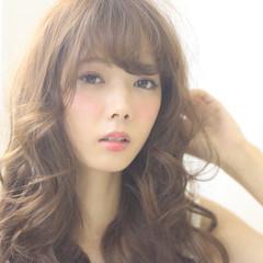 フェミニン ロング ナチュラル 前髪あり ヘアスタイルや髪型の写真・画像