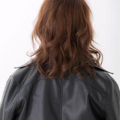 巻き髪 ミディアム 冬 ストリート ヘアスタイルや髪型の写真・画像