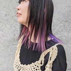 ミディアム インナーカラーパープル 切りっぱなし ナチュラル ヘアスタイルや髪型の写真・画像