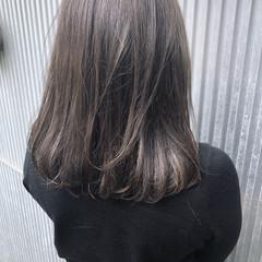グレージュ 前髪あり ストレート 透明感 ヘアスタイルや髪型の写真・画像