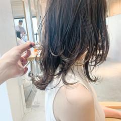 ミディアムレイヤー 前髪あり ミディアム フェミニン ヘアスタイルや髪型の写真・画像