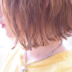 オレンジベージュ ボブ オレンジ 切りっぱなしボブ ヘアスタイルや髪型の写真・画像