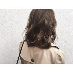 ウェットヘア ハイライト アッシュ ナチュラル ヘアスタイルや髪型の写真・画像