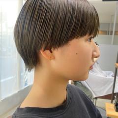 オリーブカラー ナチュラル ショートヘア オリーブベージュ ヘアスタイルや髪型の写真・画像