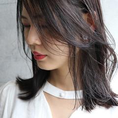 セミロング アンニュイほつれヘア 濡れ髪スタイル ナチュラル可愛い ヘアスタイルや髪型の写真・画像