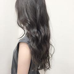 グレー ロング 黒髪 ガーリー ヘアスタイルや髪型の写真・画像