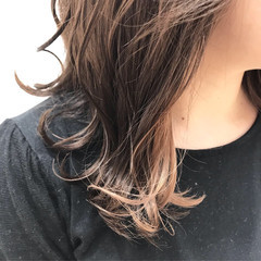 ポイントカラー シアーベージュ インナーカラー ベージュ ヘアスタイルや髪型の写真・画像