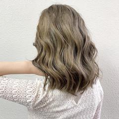 グラデーションカラー グレージュ ミルクティー ブリーチ ヘアスタイルや髪型の写真・画像