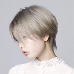 うざバング アッシュグレージュ シルバー グレージュ ヘアスタイルや髪型の写真・画像