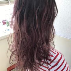 ピンク セミロング ミルクティー ストリート ヘアスタイルや髪型の写真・画像