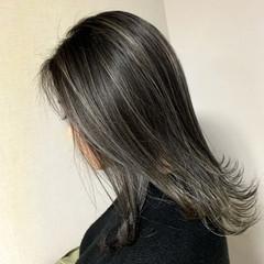 ミディアム グラデーションカラー ナチュラル ハイライト ヘアスタイルや髪型の写真・画像