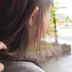 ベージュ ボブ インナーカラー インナーカラーグレージュ ヘアスタイルや髪型の写真・画像