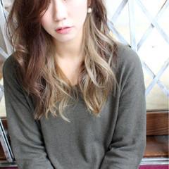 外国人風 アッシュ インナーカラー 大人かわいい ヘアスタイルや髪型の写真・画像