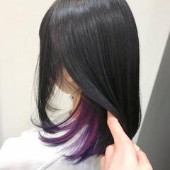 インナーカラー ナチュラル インナーカラーパープル 切りっぱなしボブ ヘアスタイルや髪型の写真・画像